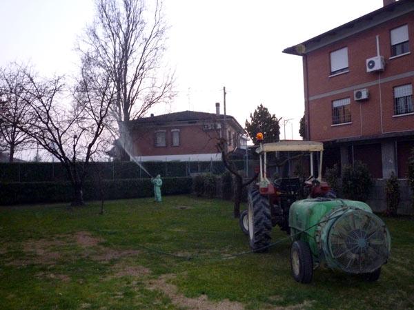 trattamenti-fitosanitari-atomizzatore-trattore-mirandola